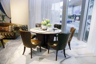 高端大气家具品牌自然主义棕色真皮餐桌椅