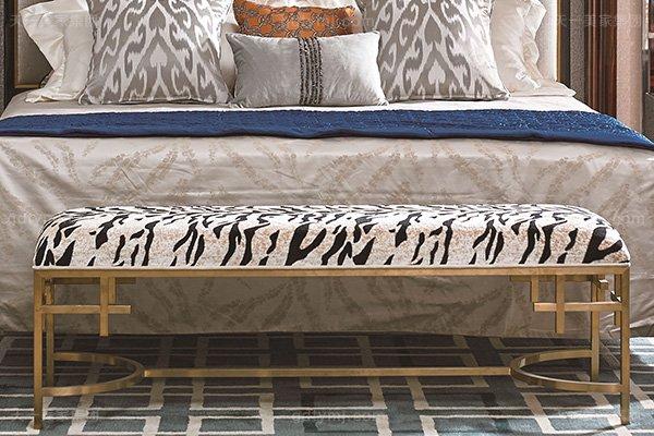 高端别墅轻奢万博手机网页实木卧室双人床枫影木皮拼花大床床尾凳