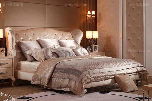 名贵奢华后现代轻奢卧室万博手机网页米白色绒布银箔水葫芦脚双人大床床