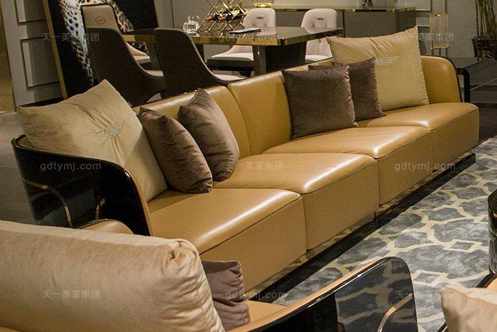 高端奢华别墅万博手机网页品牌后现代轻奢万博手机网页客厅橙色真皮沙发组合四人位沙发