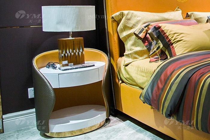 高端别墅豪华万博手机网页轻奢后现代品牌卧室爱马仕橙真皮大床床头柜