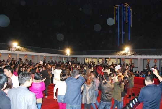 亲密家人迎新晚会——万博app手机版万博manbetx客户端集团2013年迎新晚会隆重举行