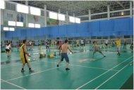 公司定期组织员工开展羽毛球健身活动