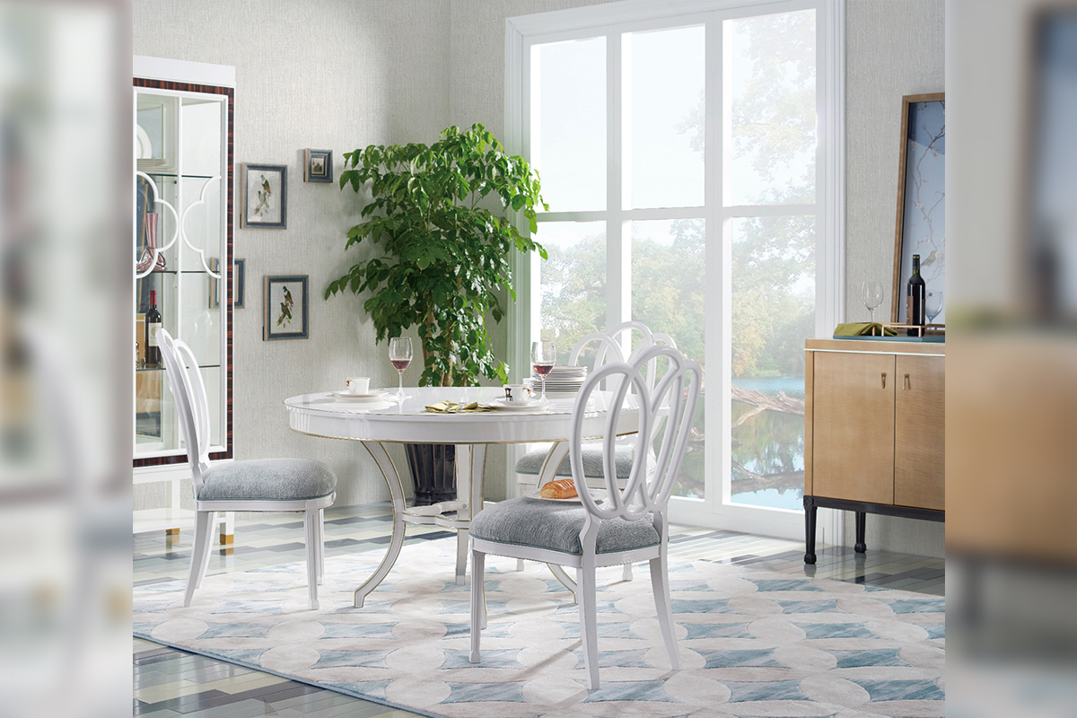 众所周知,家具装修风格有很多种,其中:美式、欧式、法式、古典、新古典,现代、后现代等等这几种是为大众所熟悉的。但是今天小编要跟大家介绍推荐的是目前最火的家具装修风格,要数轻奢风了。如果你还不懂什么叫轻奢,那你就落伍了!当然,轻奢风并不代表奢侈。轻奢家具更多的是强调一种设计师原创或高级面料手工工艺,只有具备两者才能体现出与快消品不同的品牌价值。也就是说,轻奢家居主义,即强调设计与材质,又能体现品牌价值和个人风格。