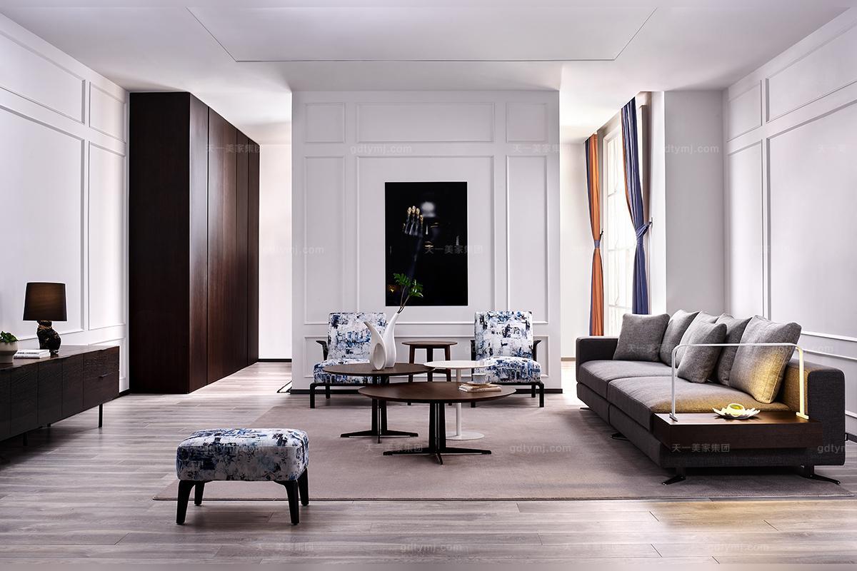 颠覆式的简奢演绎 天一美家家居最新研发设计的新品JSJ系列家具是基于现代社会人们的喜好、习惯等设计的,属于简奢主义风格。JSJ系列家具包括三个方面元素特点:以简约、柔和、舒适为产品理念的简奢家具风格系列;融入了意大利文化的艺术简雅设计思想;将现代家具先进的工艺融入到简奢家具制造的每个环节。笔直线条,优雅的设计,简奢精致,缔造身体与灵魂的完美融合美感。