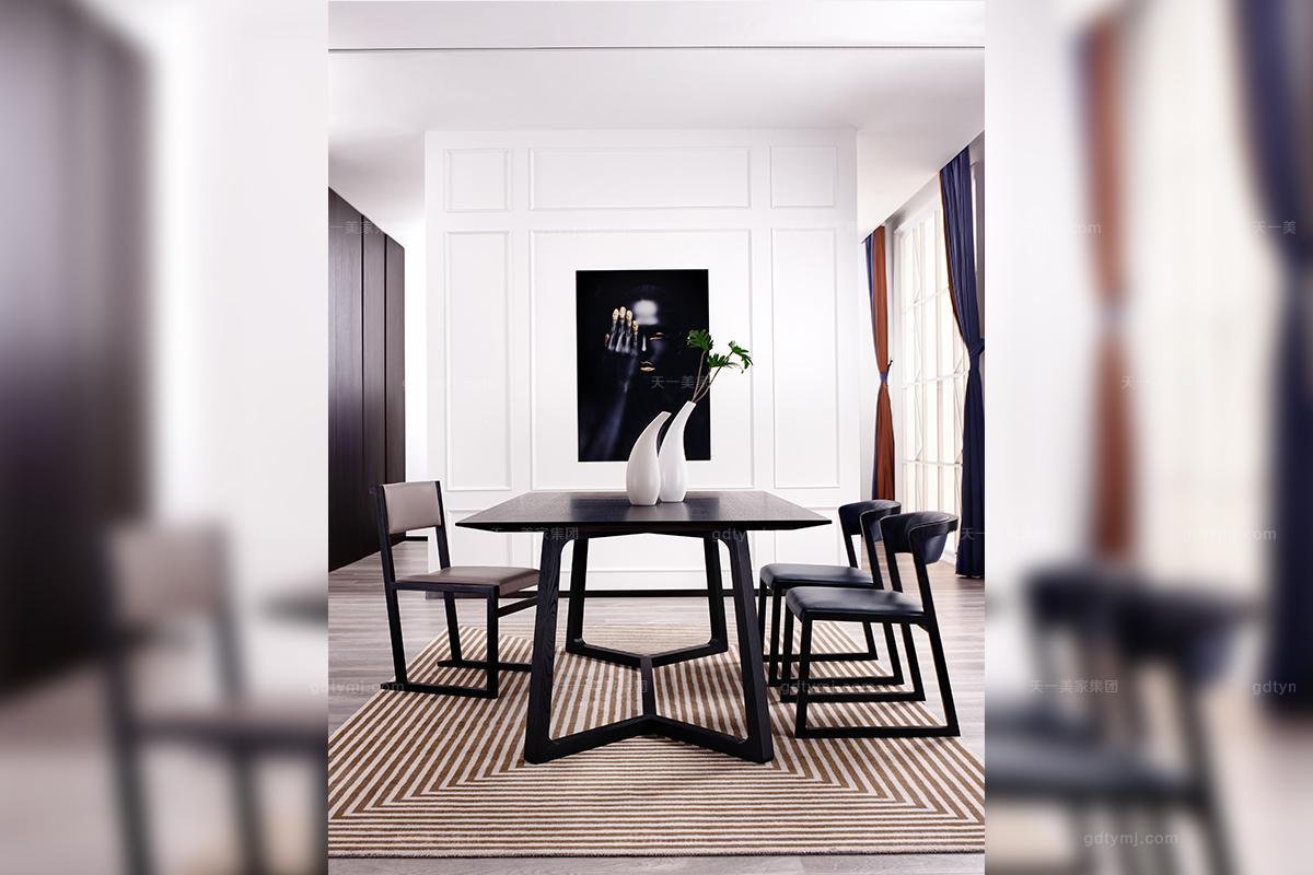 今天小编为大家解读的天一美家旗下的简奢家具风格品牌,就是将艺术与实用结合起来形成了一种更舒适更富有人情味的设计风格,即给人一种简单而又尊贵,奢华而又低调的家居生活体验,它尤其融入了浓浓的意大利极简主义设计理念,加入了新材质的运用,更加符合国际化社会的需求。所以,近年来越来越受到人们的喜爱跟青睐。